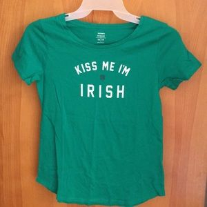 Old Navy Tops - Old Navy 'Kiss Me I'm Irish' shirt size XS